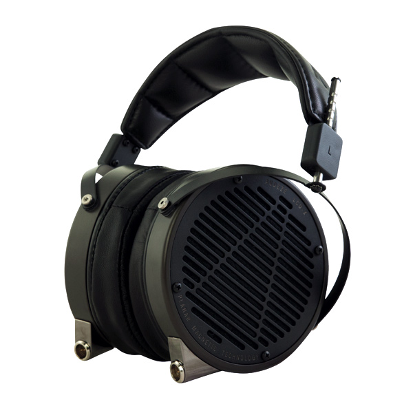 Audeze-LCD-X-Leather-SeatedL-01-600x600_0